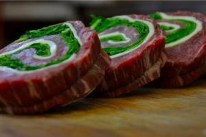 Four Beef Steak Wheels with Spinach and Cheese